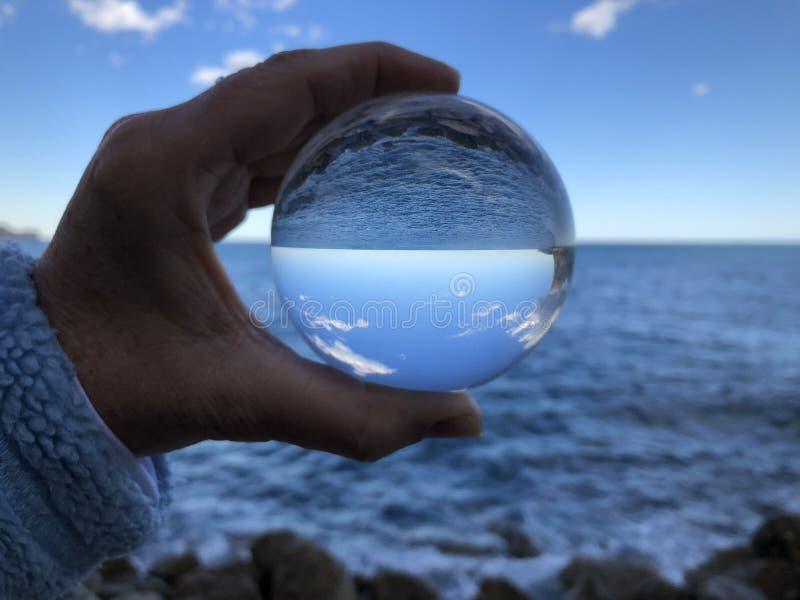 Fotografia criativa, refração da bola de cristal imagem de stock royalty free