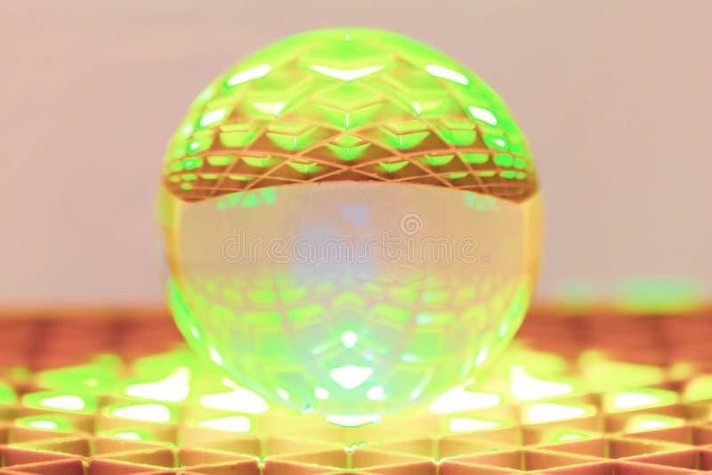 Fotografia da esfera de vidro com diferentes cores e padrões imagem de stock royalty free