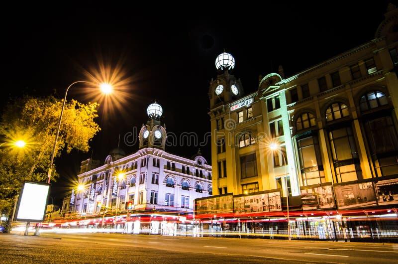 A fotografia da noite do shopping de Broadway é uma da construção icónica em Sydney que abriu em 1923 fotos de stock royalty free