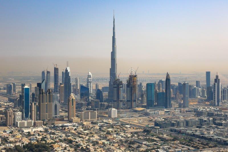 Fotografia da opinião aérea de Burj Khalifa Downtown da skyline de Dubai imagens de stock