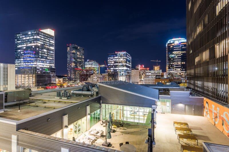 Fotografia de noite da skyline de Austin, Texas que olha para foto de stock