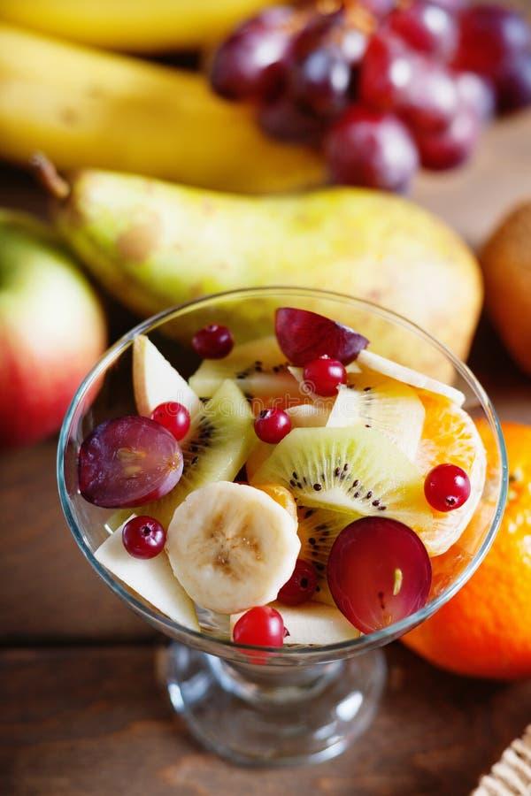 Fotografia de uma salada e de frutos de fruto fotografia de stock royalty free