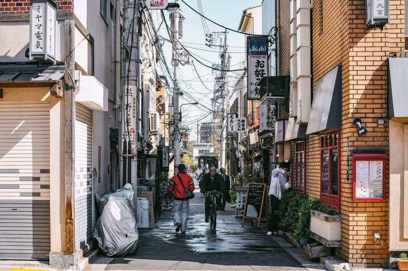 Fotografia della via della gente vicino al santuario di Sensoji fotografie stock