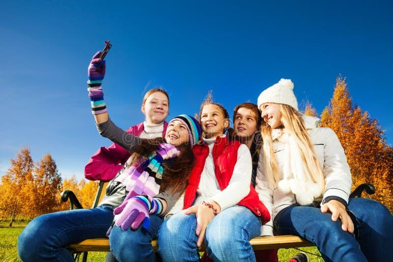 Fotografia di auto dei bambini teenager fotografia stock libera da diritti