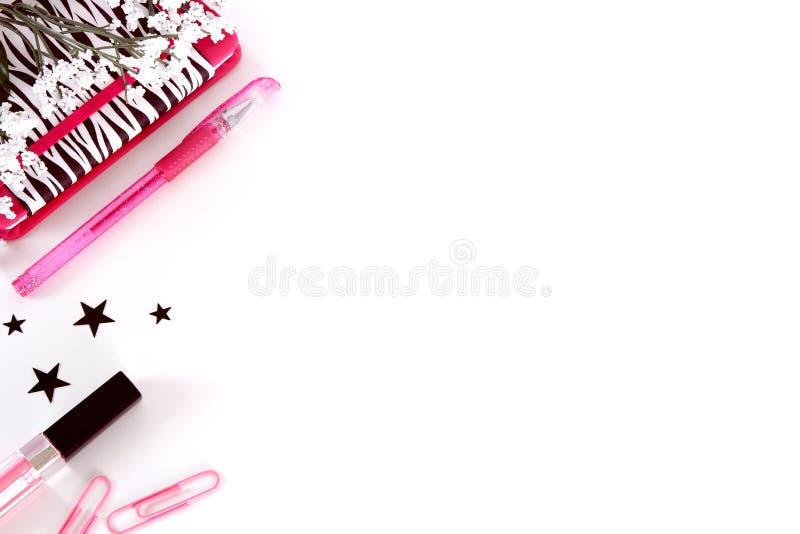 Fotografia disegnata dello scrittorio in nero, nel bianco e nel rosa fotografia stock