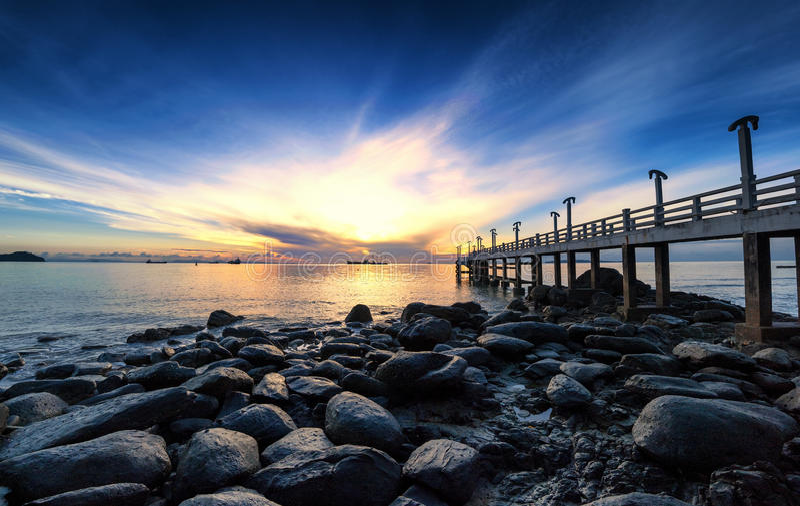 Fotografia do nascer do sol do cais do mar foto de stock