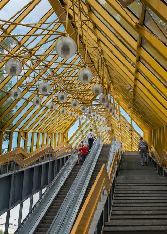 Fotografia eskalator na moscie nad Mosco obraz stock