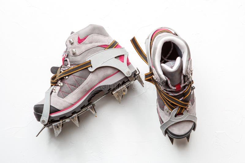 Fotografia góra buty z kolcami odizolowywającymi na białym tle obraz stock
