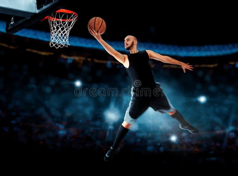 Fotografia gracz koszykówki robi layup w grą obraz royalty free