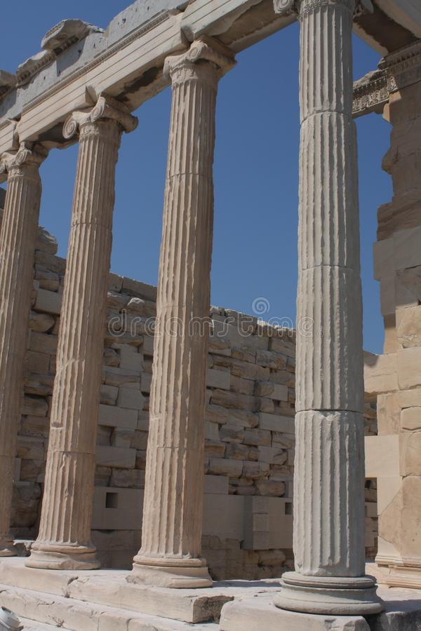 Fotografia ikonowy Erechtheion z sławnymi kariatydami, akropolu wzgórze, Ateny historyczny centrum, Attica, Grecja zdjęcia royalty free