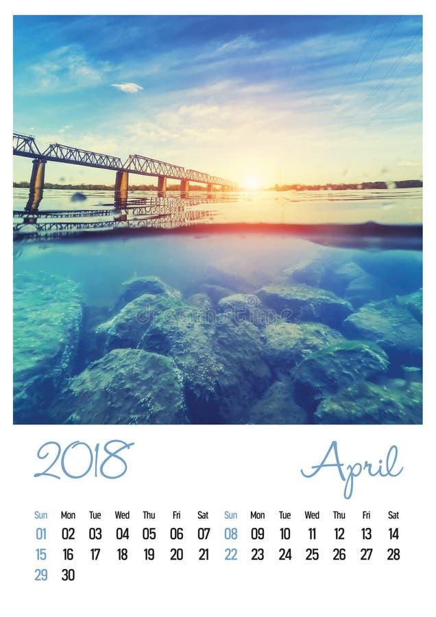 Fotografia kalendarz z minimalistycznym pejzażem miejskim 2018 i mostem fartuch obrazy stock