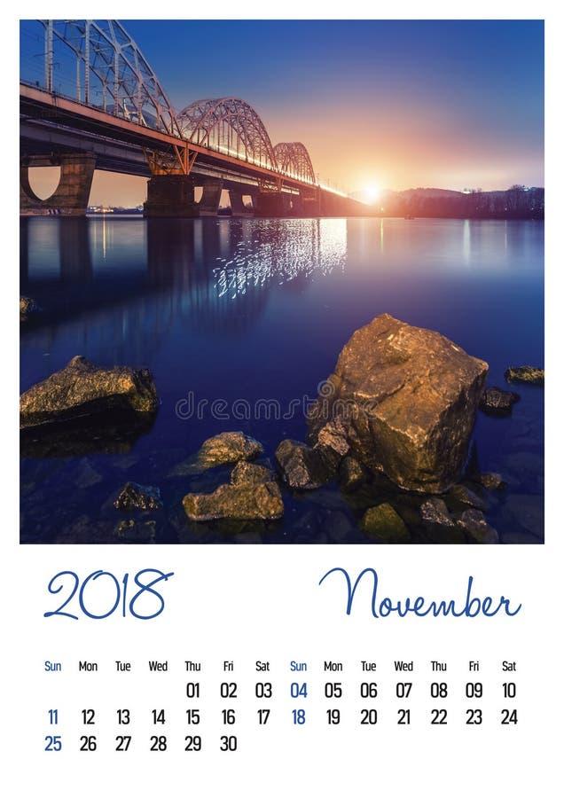 Fotografia kalendarz z minimalistycznym pejzażem miejskim 2018 i mostem nowenna zdjęcia royalty free