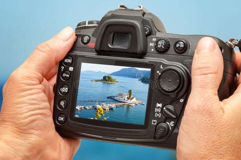 Fotografia kościół i morze na kamera pokazie podczas wakacje Podróży fotografia fotografia royalty free