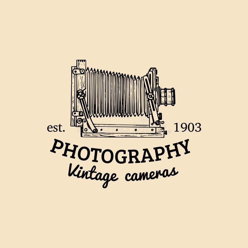 Fotografia logo Wektorowego rocznika kamery stara etykietka, odznaka, emblemat Wręcza kreślącą ilustrację dla studia, sklepu, etc royalty ilustracja
