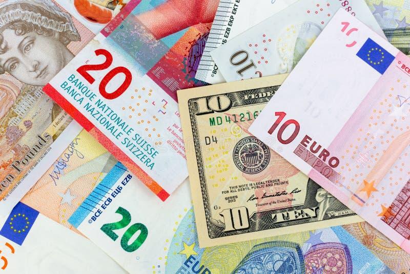 Fotografia macro do close-up do dólar, da libra, do euro e da franquia Fundo do conceito da troca de dinheiro do negócio imagem de stock royalty free