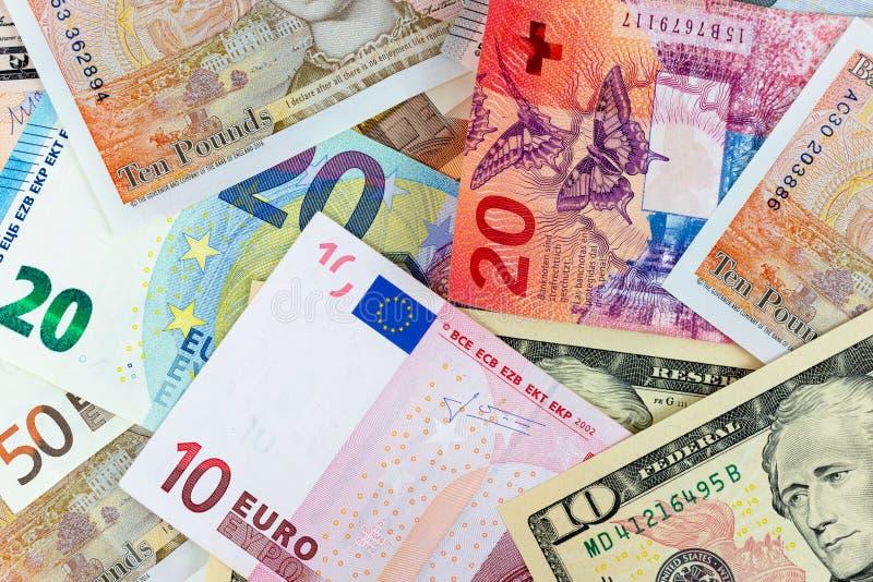 Fotografia macro do close-up do dólar, da libra, do euro e da franquia Fundo do conceito da troca de dinheiro do negócio fotos de stock