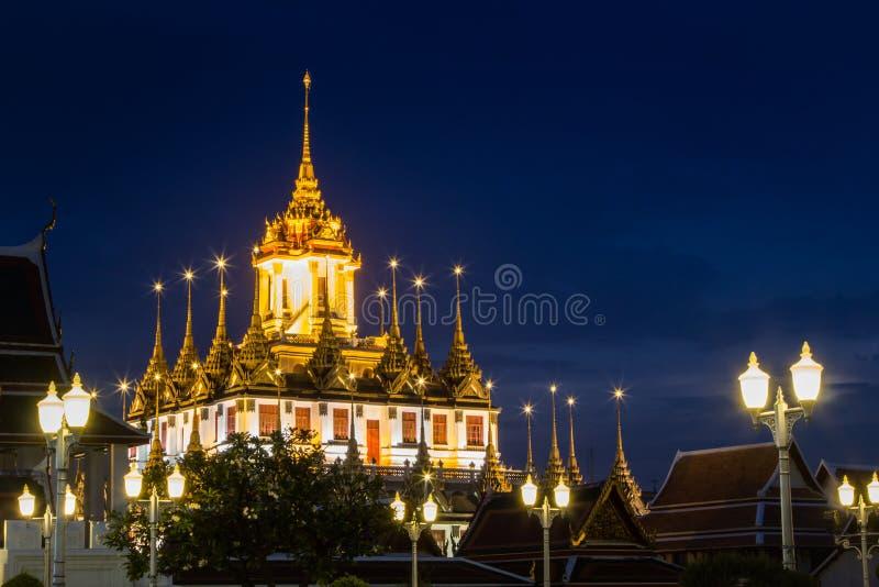 Fotografia metallica di notte del castello immagini stock