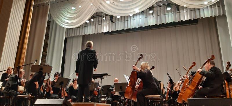 Fotografia muzycy Musicalu koncert w Filharmonicznym Skrzypcowy gracz Muzyki koncertowy t?o obrazy stock