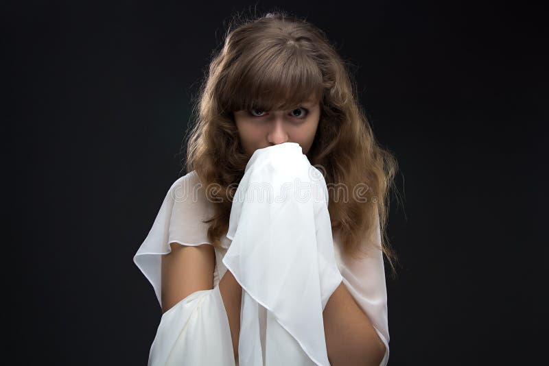 Fotografia nastoletnia dziewczyna w nieśmiałości zdjęcia royalty free