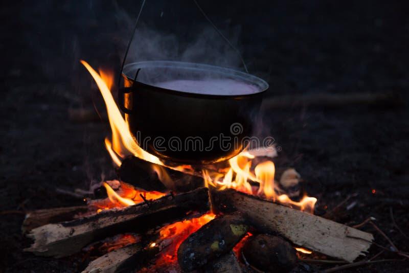 Download Fotografia ognisko obraz stock. Obraz złożonej z powietrze - 106917471