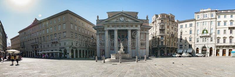 Fotografia panorâmico do della Borsa da praça, Trieste, Itália imagens de stock royalty free