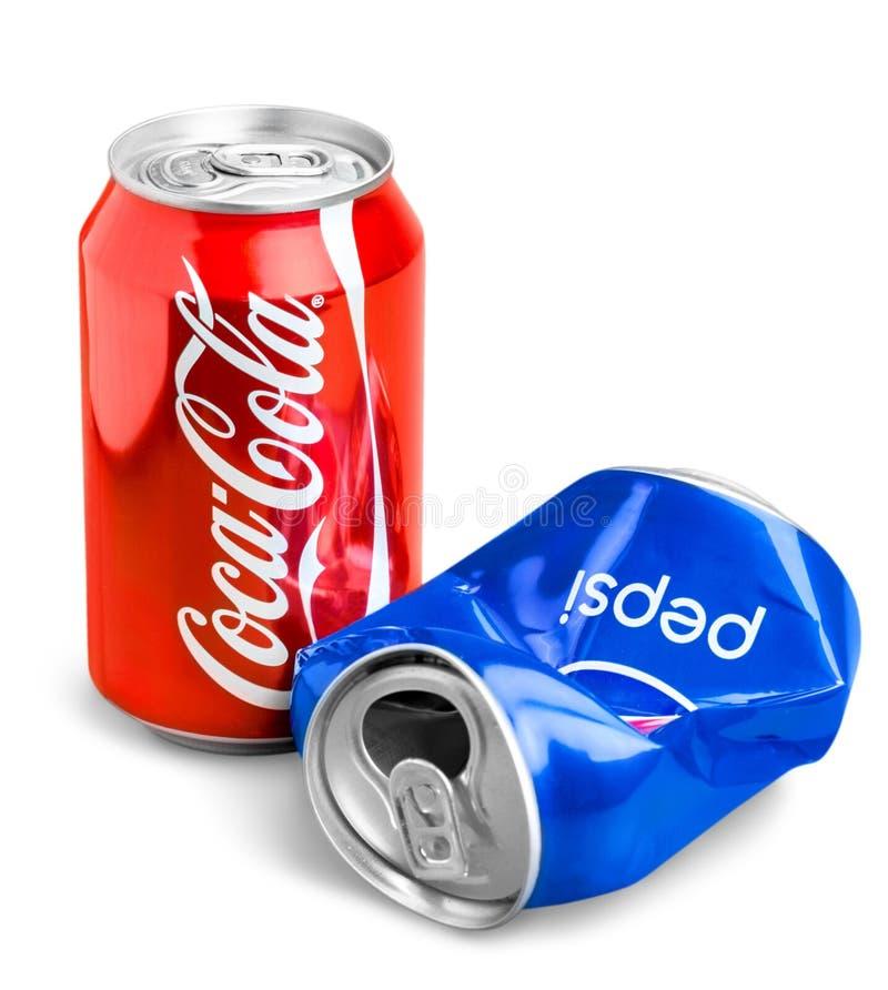 Fotografia Pepsi i koka-kola 330 ml puszki obrazy royalty free