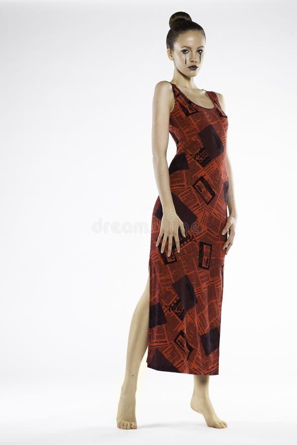Fotografia piękna dziewczyna w czerwonej sukni zdjęcie stock