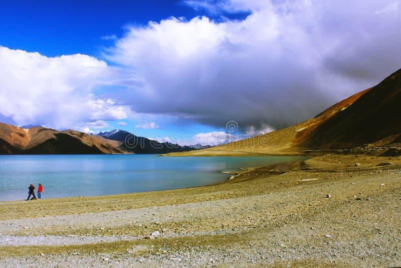 Fotografia przy Pangong jeziorem zdjęcia stock
