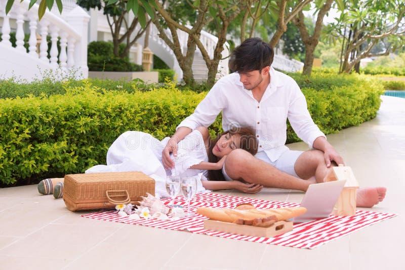 Fotografia romantica di nozze delle coppie immagine stock libera da diritti