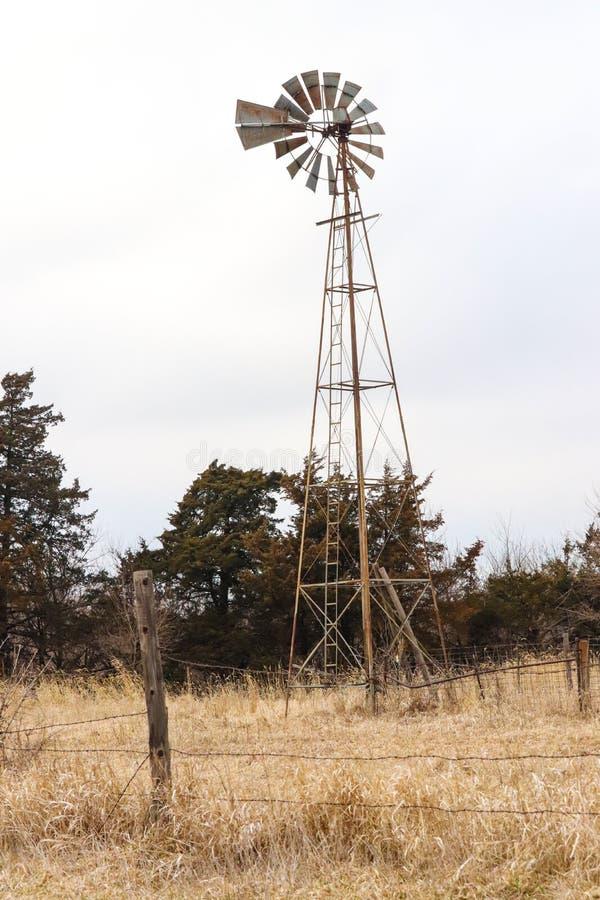 Fotografia stary wiatraczek w paśniku obrazy stock