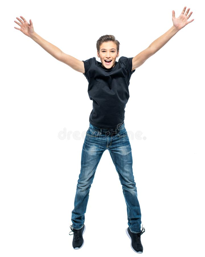 Fotografia szczęśliwy nastoletniego chłopaka doskakiwanie z rękami up obrazy stock