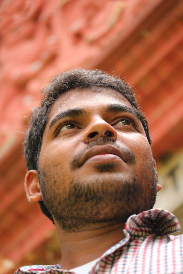 Fotografia ufny indyjski biznesowy mężczyzna z wzrokiem zdjęcie royalty free