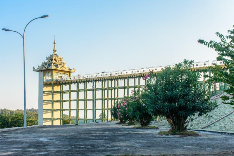Fotografia winda budynek przy Uppatasanti pagodą, nie Pyi Taw, Myanmar, Feb-2018 zdjęcie royalty free