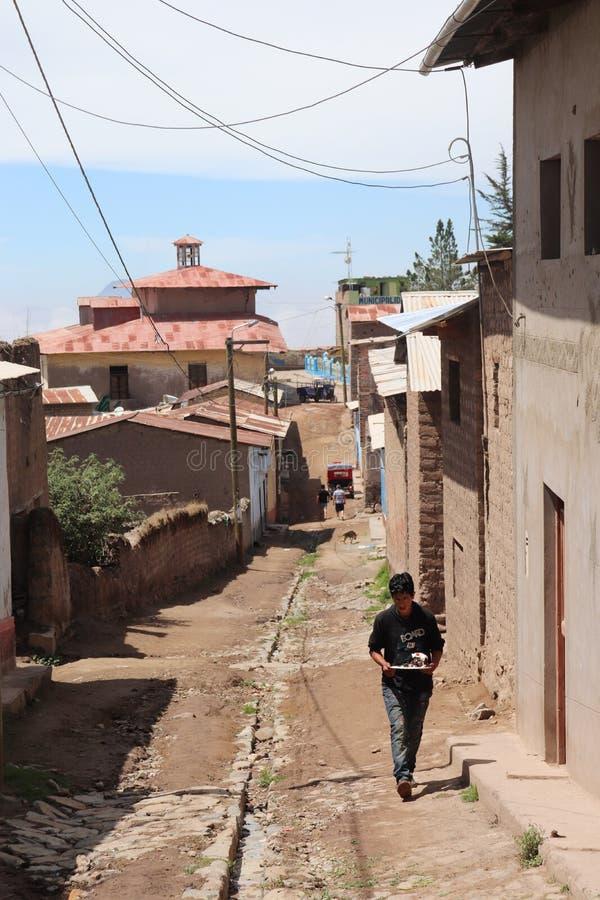 Fotografia wioska w górze peruvian sierra fotografia royalty free