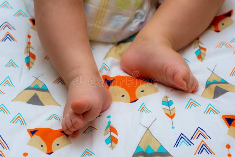 Fotografia z dziecko nogami obraz stock