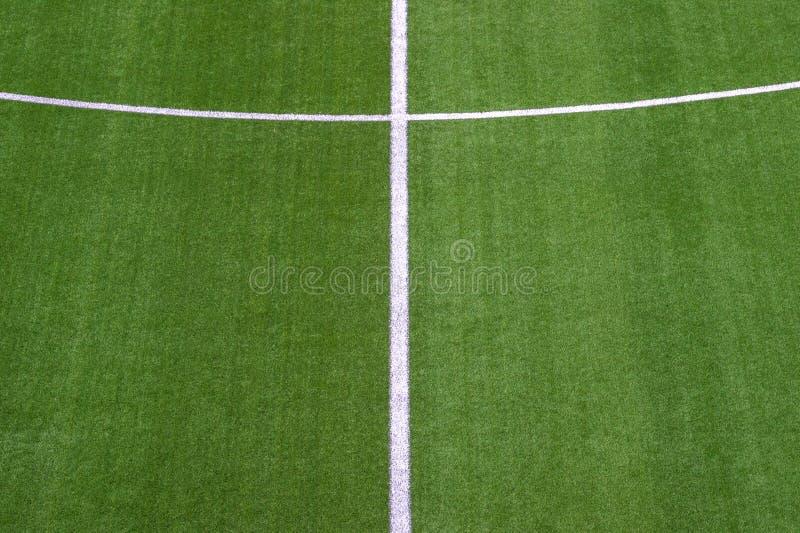 Fotografia zielony syntetyczny trawa sportów pole z białą linią sh zdjęcie stock