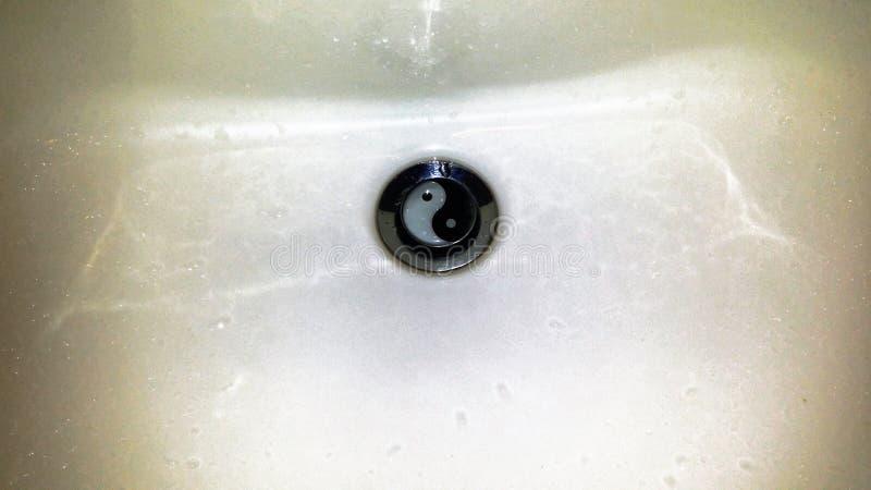 Fotografia zlew z symbolem yin i Yang zdjęcia royalty free