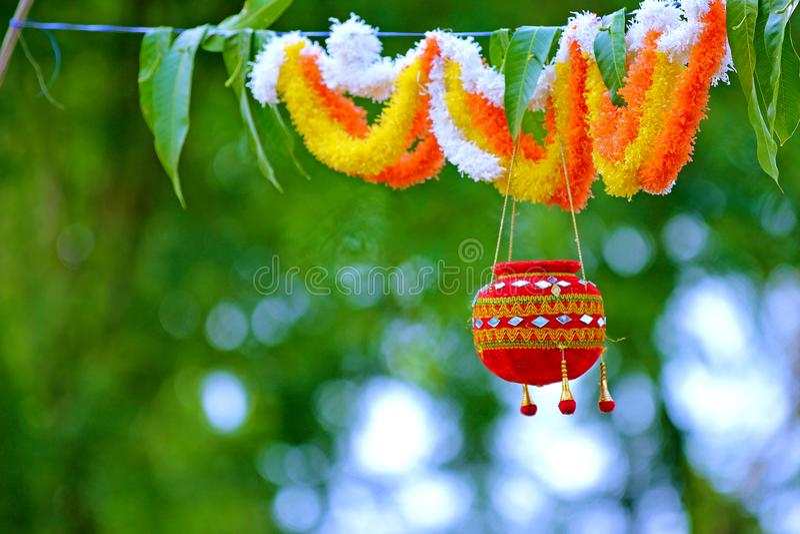 Fotografie des Dahis HANDI auf gokulashtami Festival in Indien, das Lord Shri Krishna-` s Geburtstag ist stockfoto