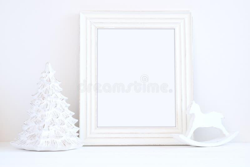 Fotografie van de Kerstmis de model gestileerde voorraad met wit kader stock fotografie