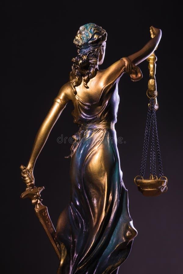 Fotografie van het beeldhouwwerk, femida of de rechtvaardigheid van bronsthemis goddes royalty-vrije stock foto