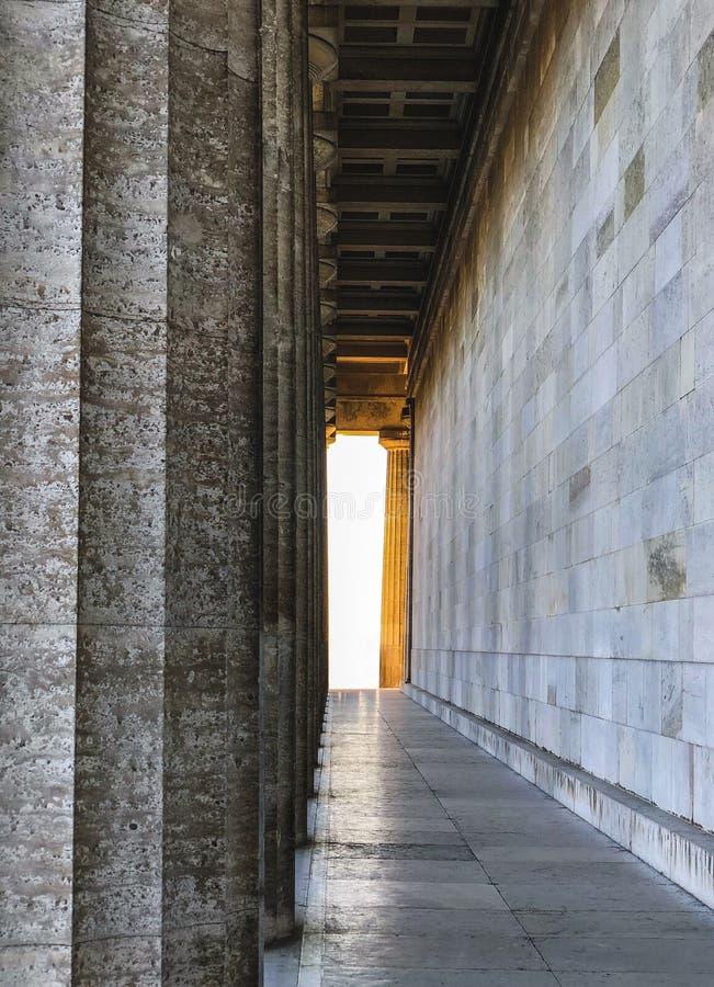 Fotografie van Walhalla met gouden licht in Regensburg, Duitsland stock foto