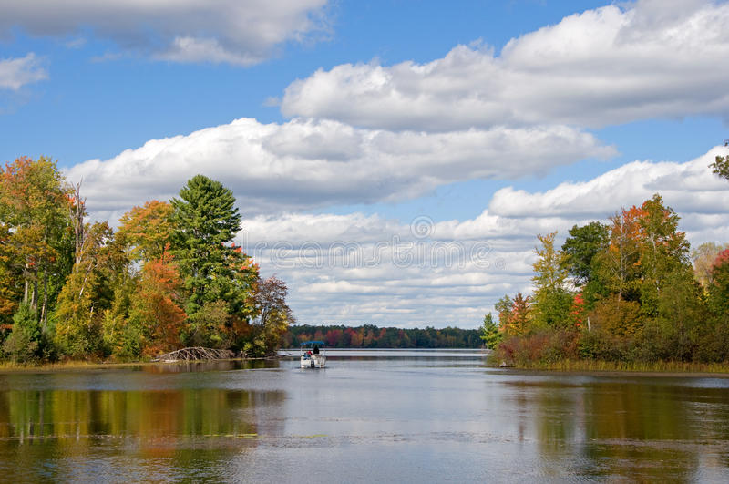 Herbst-Bootfahrt stockfotografie