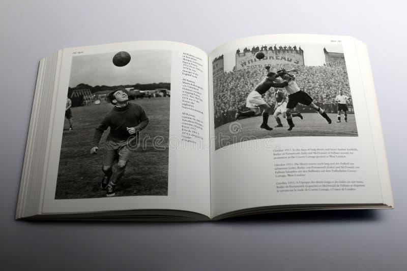 Fotografieboek door Nick Yapp, Alf Ramsay, kapitein van Tottenham Hotspur stock foto