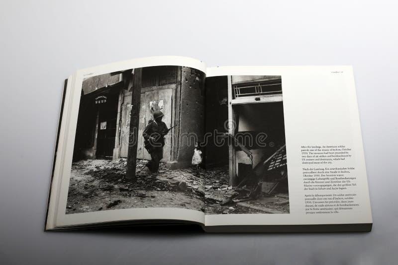 Fotografiebuch durch Nick Yapp, amerikanischer Soldat in Inchon stockfotografie