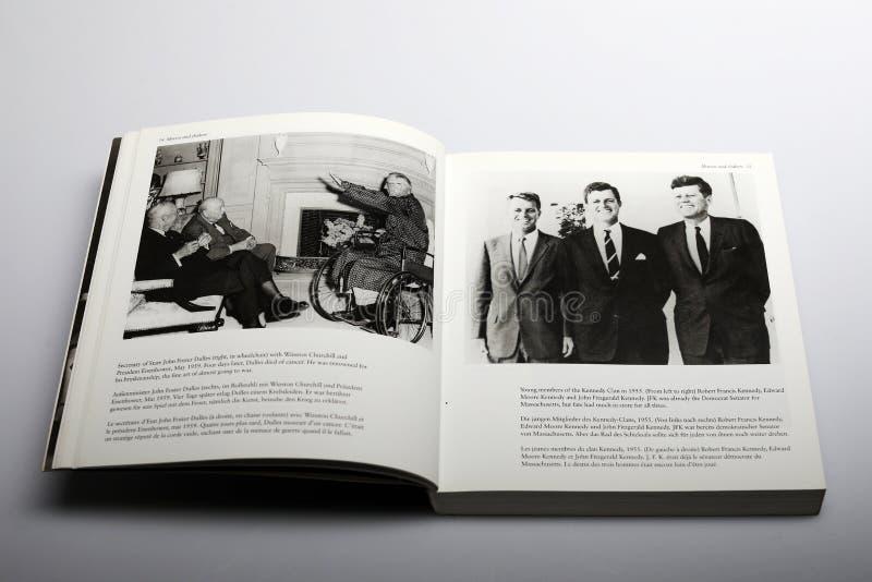 Fotografiebuch durch Nick Yupp, John Foster Dulles und Winston Churchill lizenzfreie stockbilder