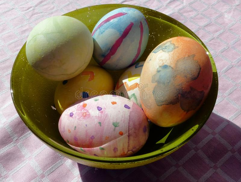 Fotografien von gemalten Eiern während des Ostern-Zeitraums lizenzfreie stockfotografie