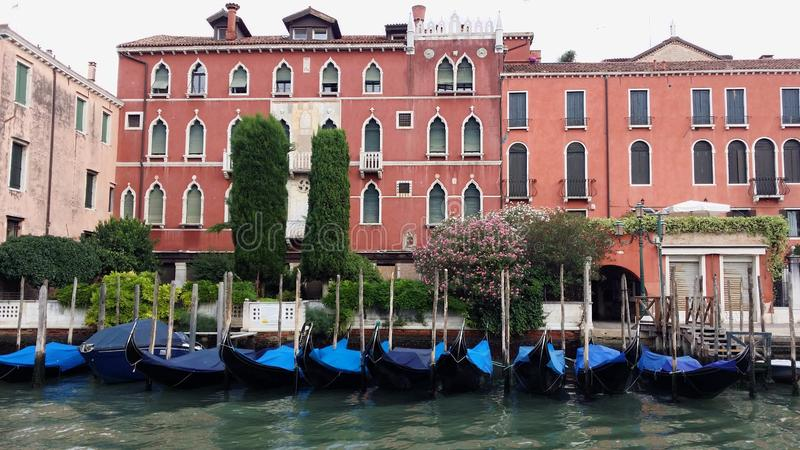 Fotografier av går i Venedig royaltyfri bild