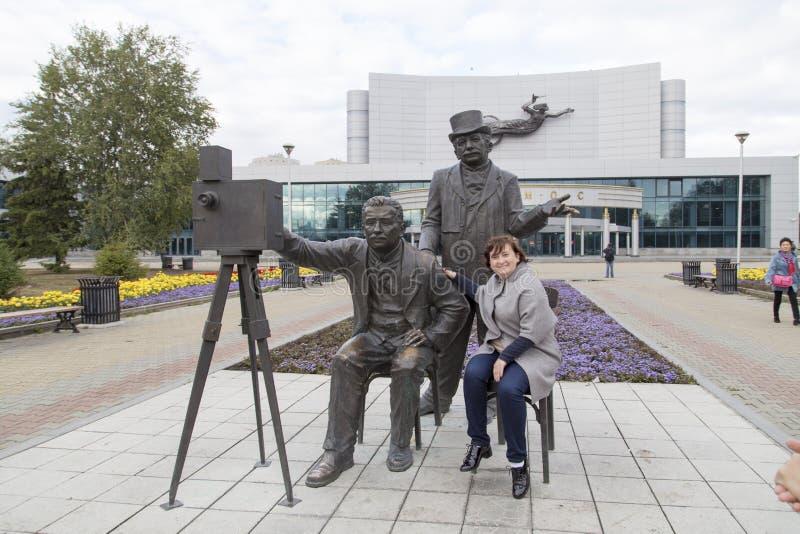 Fotografieren Sie mit Skulpturen im Konzertsaal, Jekaterinburg, Russische Föderation lizenzfreie stockfotos