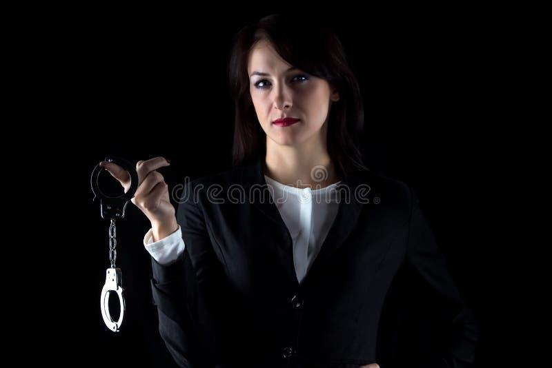 Fotografii biznesowej kobiety poważny withpair kajdanki zdjęcie stock
