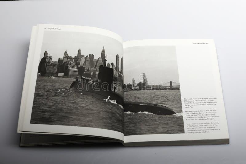 Fotografii książka Nick Yapp światowy pierwszy s ` wspomagany energią jądrową łódź podwodna zdjęcie stock